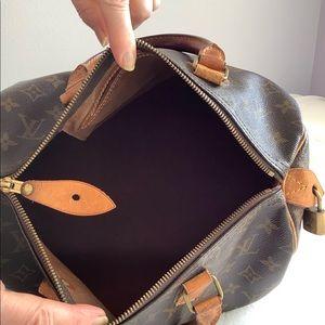 Louis Vuitton Bags - Louis Vuitton is Authentic purse $ 375